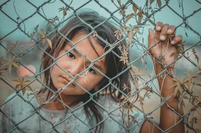 dampak kemiskinan menyebabkan anak terlantar