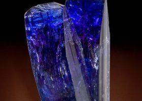 タンザナイト・ブルーゾイサイト(灰簾石の変種/かいれんせき)Tanzaniteの特徴・意味と効果