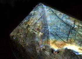 ラブライドライト(曹灰長石/そうかいちょうせき)Labradoriteの特徴・意味と効果