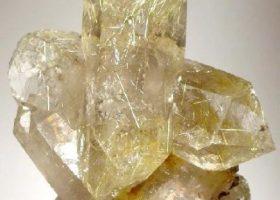 ルチルクォーツ(針入り水晶/はりいりすいしょう-ルチル入り水晶)Rutile quartzの特徴・意味と効果
