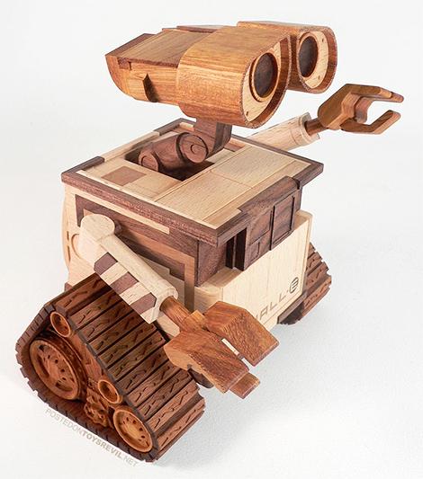 wooden-wall-e