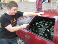 voiture biere canette bouteille