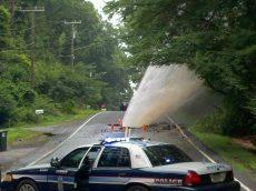 police voiture explosion conduite eau