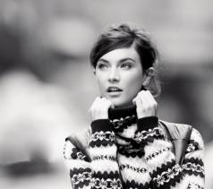 photo pull fille noir et blanc