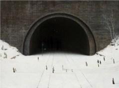 tunnel- The-Wedding-Party-par-Aron-wiesenfeld