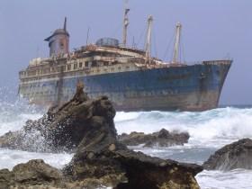 bateau abandone cote