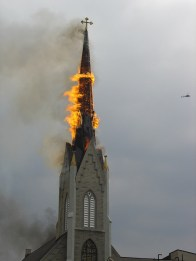 toit clocher en feu
