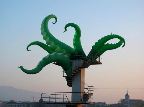 sculpture moderne piscine tentacule