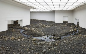 riverbed-installation-par-olafur-eliasson-riviere interieure