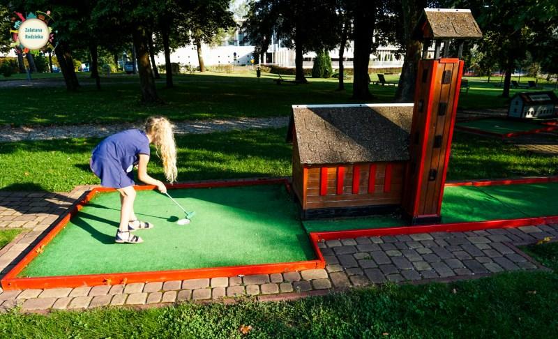 mini golf Holiday Inn
