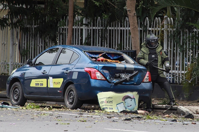20 worshippers wounded as two suicide bombers target church in Indonesia on Palm Sunday 2