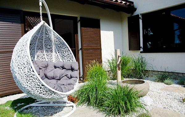 hanging chair lahore rv captain seat covers putting the outdoors to good use zameen blog garden swings are a very popular outdoor item and they available in various styles if you intend buy one would have choose between