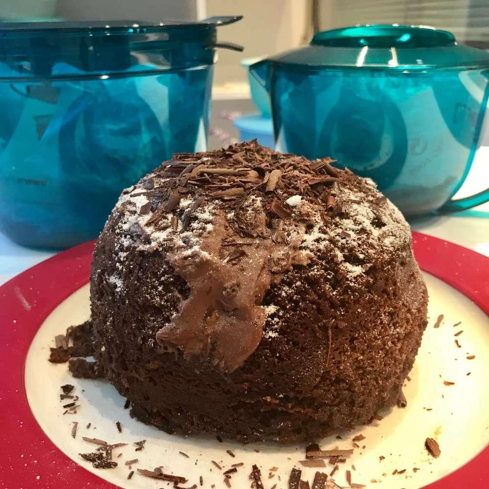 Bizcocho de chocolate de Tupperware en microondas.