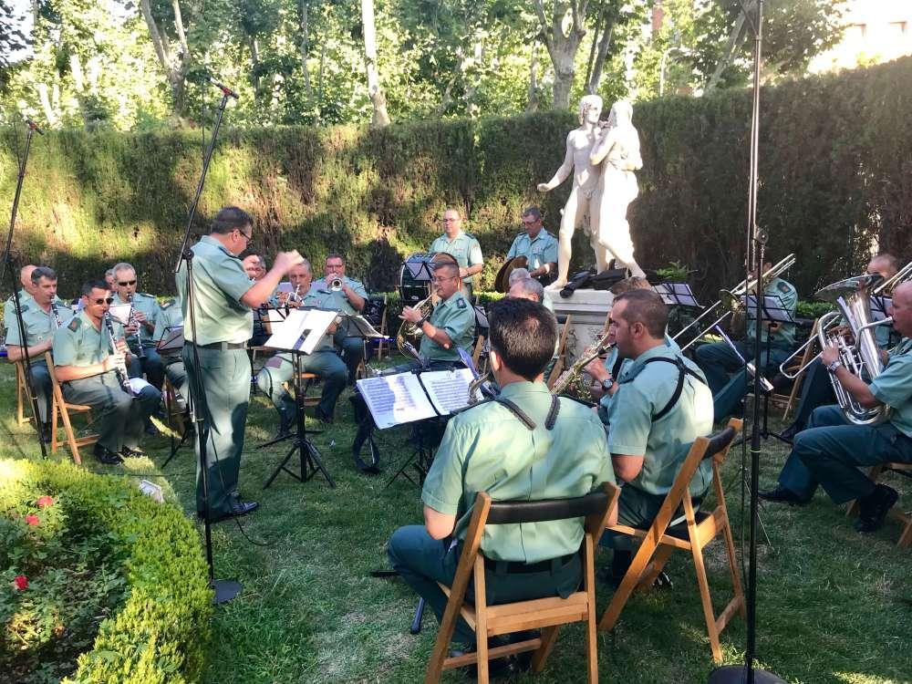 Banda musical de la Guardia Civil en Francia 14 de julio