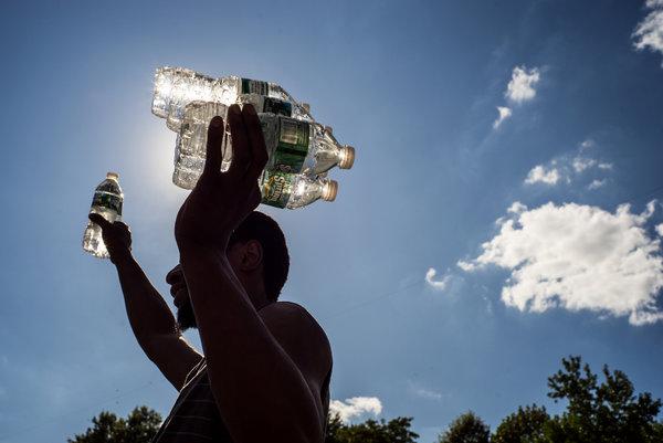 Bere tanta acqua fa bene? Si sfata un mito