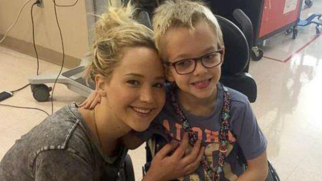 Jennifer Lawrence all'ospedale infantile Shriners a Montreal