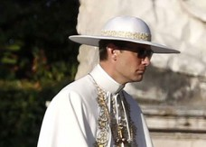 YoungPope Jude Law sul set