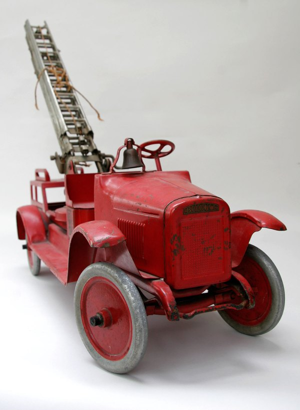 "Buddy ""l"" Aerial Ladder Fire Truck Pressed Steel Circa"