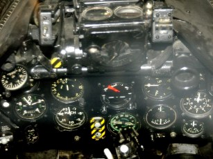 ad08-04 Cockpit Hawker Hunter 2