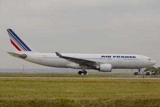 cdg05-05 Airbus A330-203 F-GZCM Air France