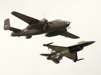 lee06-B-25-F-16-formation