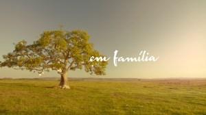 Em Familia - logo