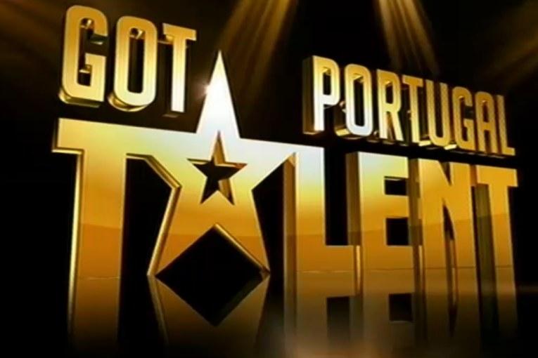 """Insólito no """"Got Talent Portugal"""": Apresentadores caem em piscina de espuma [vídeo]"""