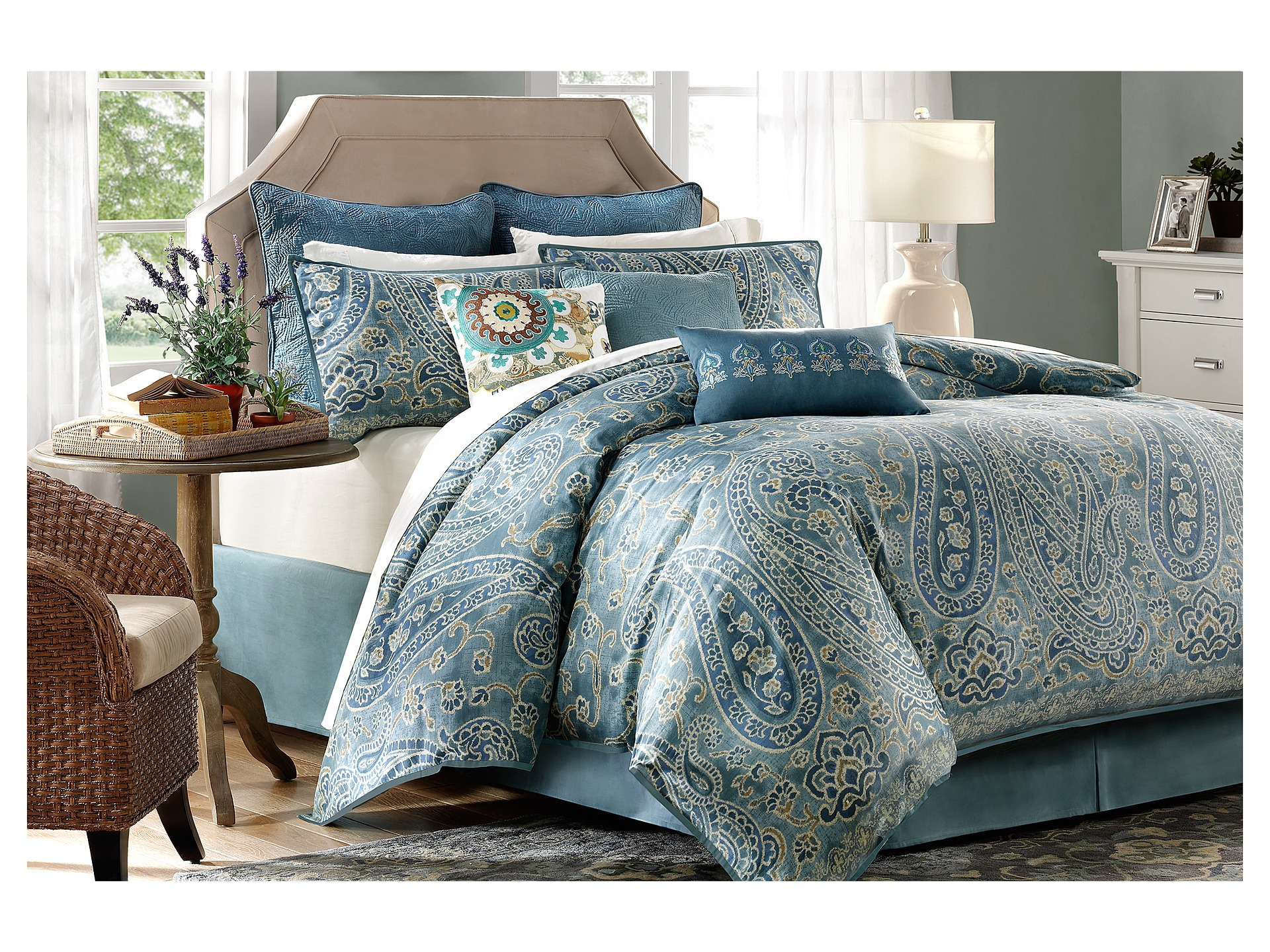 Harbor House Belcourt 4 Piece Comforter Set Cal King  Shipped Free at Zappos