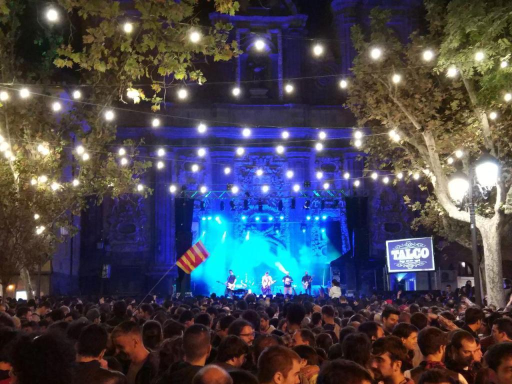 Planes con buen ambiente - Foto de Juan Turmo (@turmoman) - Conciertos en los que bailar para disfrutar del evento con buen ambiente que son las Fiestas del Pilar de Zaragoza