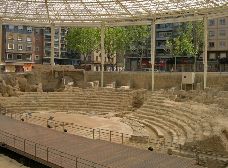 Monumentos en Zaragoza - Restos de lo que fue el Teatro Romano que alberga a día de hoy un museo en su interior y es parte de la Ruta de Caesaraugusta
