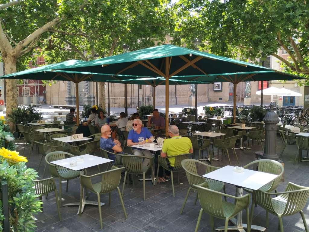 El enclave espectacular de la plaza San Felipe hace que la Terraza de Montal sea el sitio ideal para disfrutar de una experiencia gastronómica gourmet