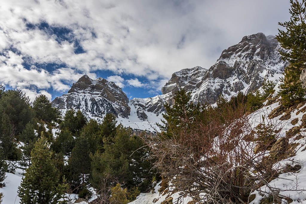 Excursión al Ibón de Piedrafita con raquetas de nieve, barranco de subida