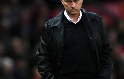 بعد النتائج السلبية الأخيرة ، إقالة مدرب مانشستر يونايتد البرتغالي جوزيه مورينيو من منصبه