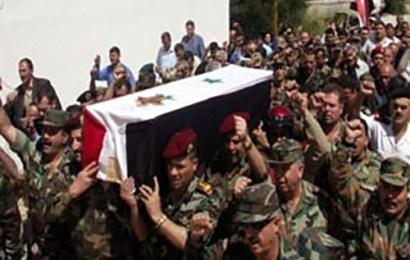 جندي سوري يخرج من نعشه أثناء تشييعه لمثواه الأخير، فيديو