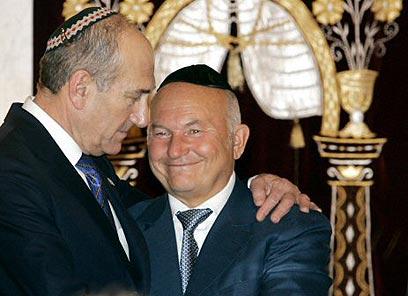 https://i0.wp.com/www.zarubezhom.com/Images/Olmert_Iehuda%20_i_%20Yuriy_Luzhkov-bratya.jpg