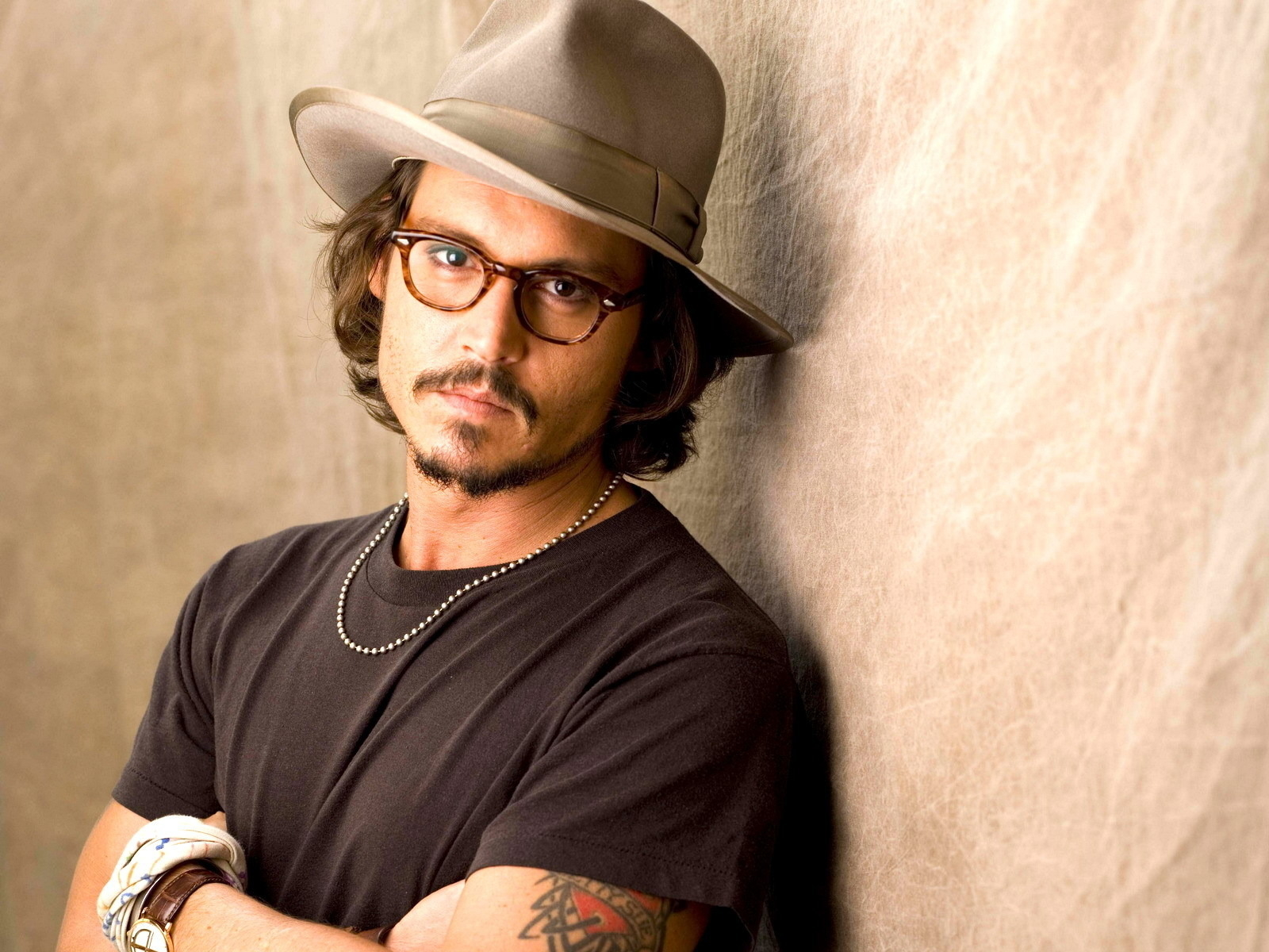 Men Male Celebrity Johnny Depp a hat 026588  Computer wallpaper of johnny depp