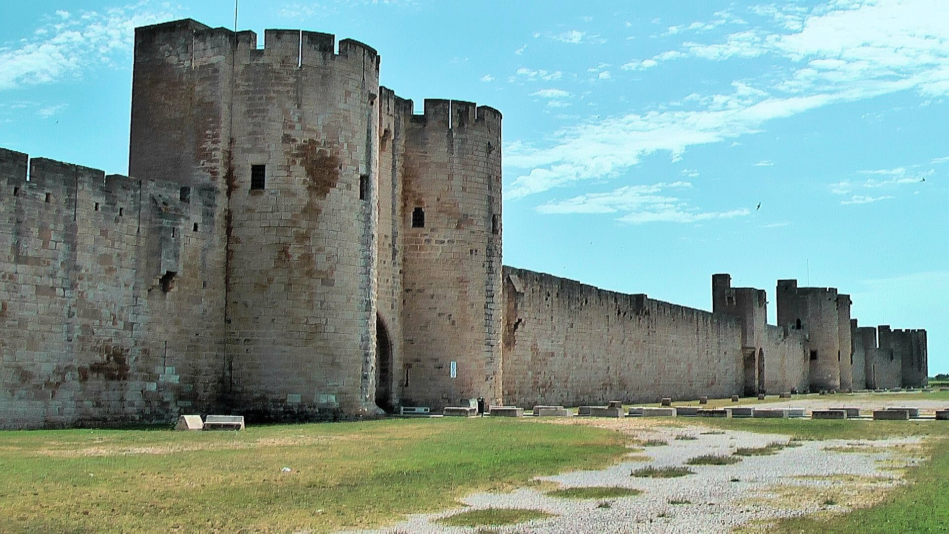 Impregnable Walls Of The Old Castle Wallpapers And Images