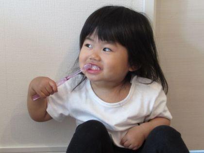 歯を 磨く 女の子
