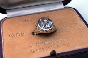 Hofzinser ring