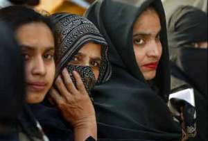 Muslim women waiting in line to vote at Jaafarabad, Delhi