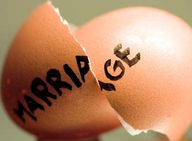 Even if a secret marriage is invalid, it must still be dissolved through divorce.