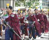 The grooms were led in by a band wearing kilts, a legacy of Scottish soldiers sent to India during the British Raj.