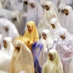 Indonesian Muslim women praying taraweeh