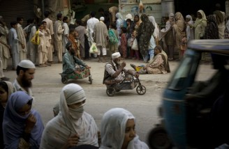 Pakistani people waiting for donated food in Ramadan