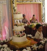 Newlywed Malay couple and the wedding cake