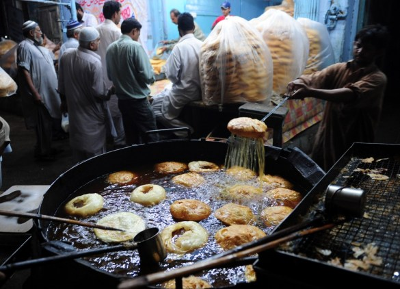 Pakistani baker makes traditional Ramadan food