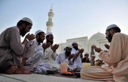 Pakistani Muslims pray at Dervesh Mosque during Ramadan