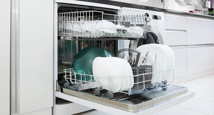 Un enfant de 2 ans se blesse avec un couteau en tombant dans un lave vaisselle