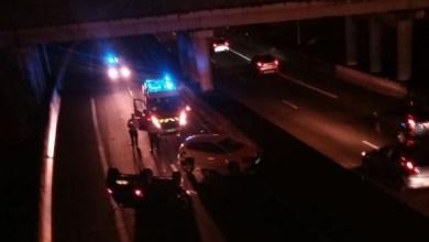 Photo of Circulation bloquée suite à un accident sur l'autoroute. Une voiture sur le toit