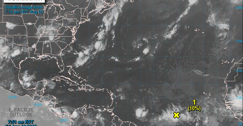 Le NHC surveille une onde tropicale au milieu de l'Atlantique